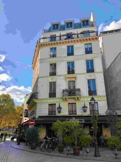 Historic hotel in Graci France