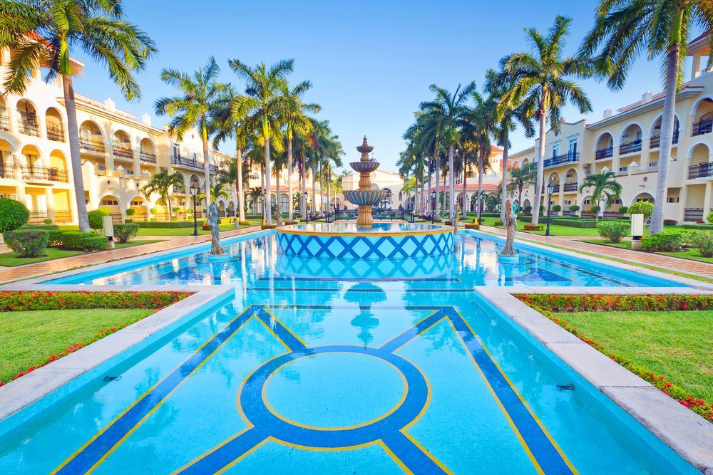 black friday cancun riu palace