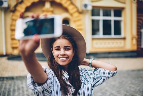 solo travel blogger