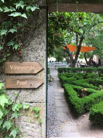 Sign leading to Portugal vineyard and pool